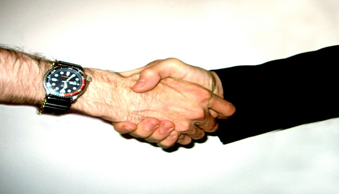 How to shake hands with foreigners – a quick tip